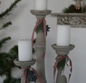 lys pakke med lysestager, pynt og lys