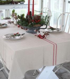 Juledug med rød strib 150x250cm