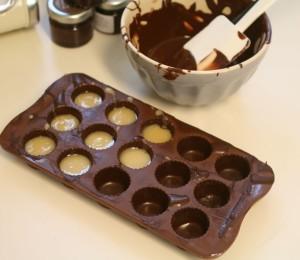 Chokoladeforme - Opskrift på lækre fyldte julechokolader