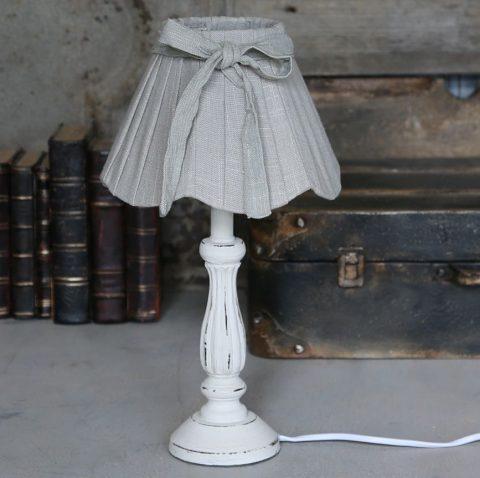 Bordlampe-med-skærm-i-hør