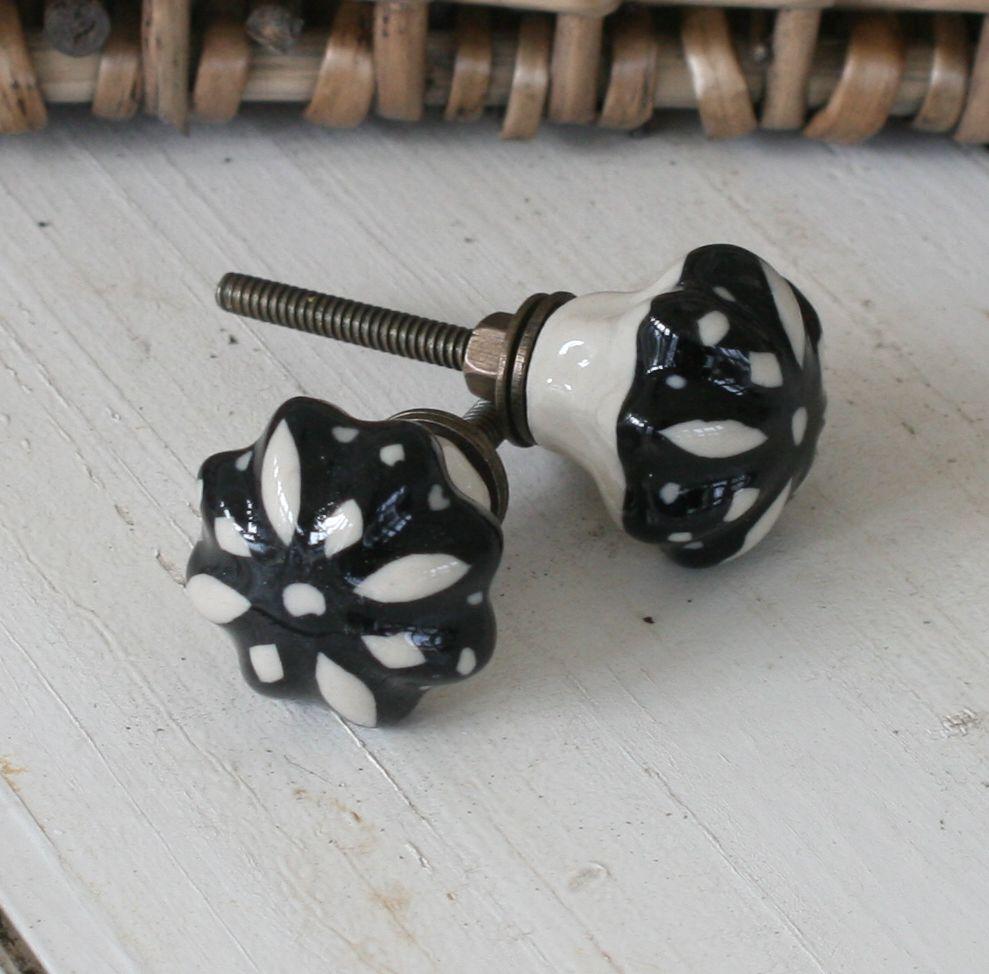 Greb med sort mønster blomst