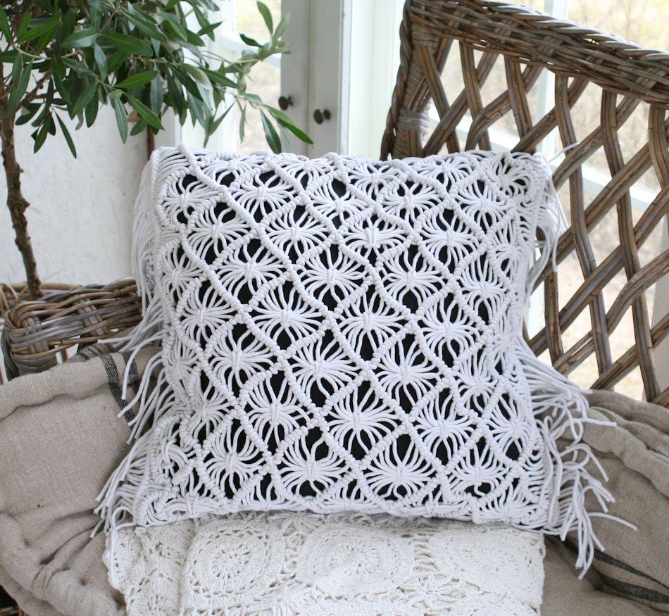 Pudebetræk, strikket med frynser i hvid