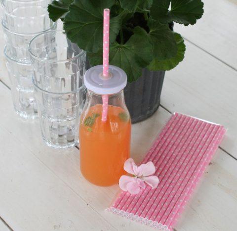 Sugerør-i-lyserød-med-hvide-prikker