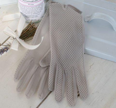 gamle-handsker-i-grå
