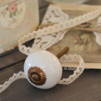 Rund porcelænsgreb i hvid