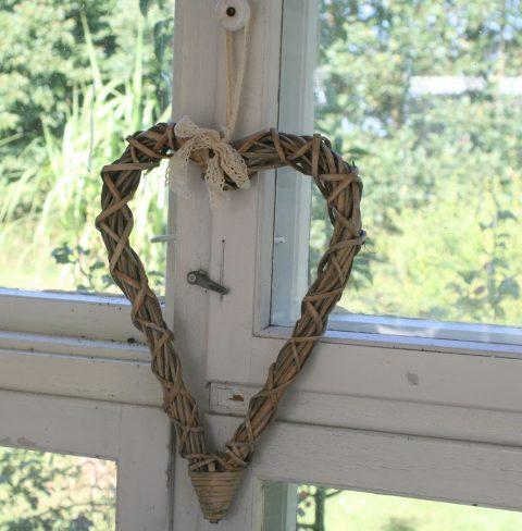 Hjerte i flet med bånd - lille