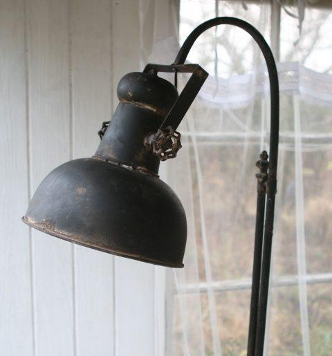 Standerlampe Factory i antique sort