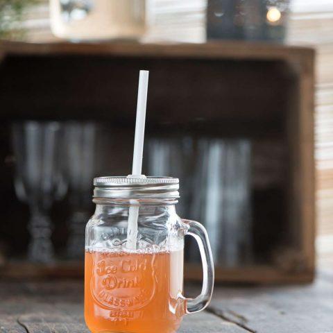 Glaskrus med låg og sugerør