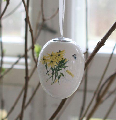 Påskeæg til ophæng med gule blomster og and