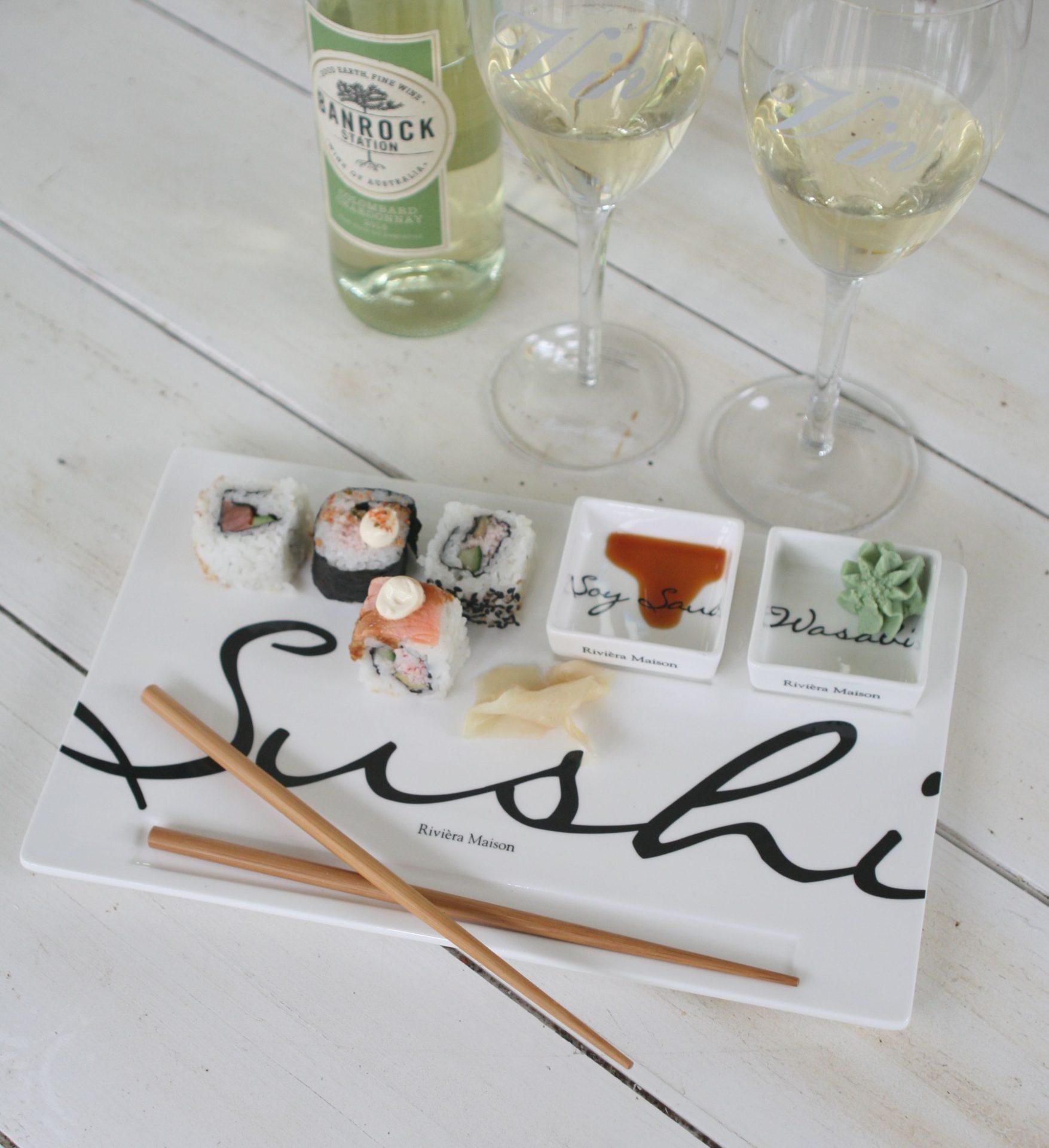 Sushi tallerken m. 2 små skåle og spisepinde