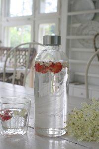 vand med jordbær
