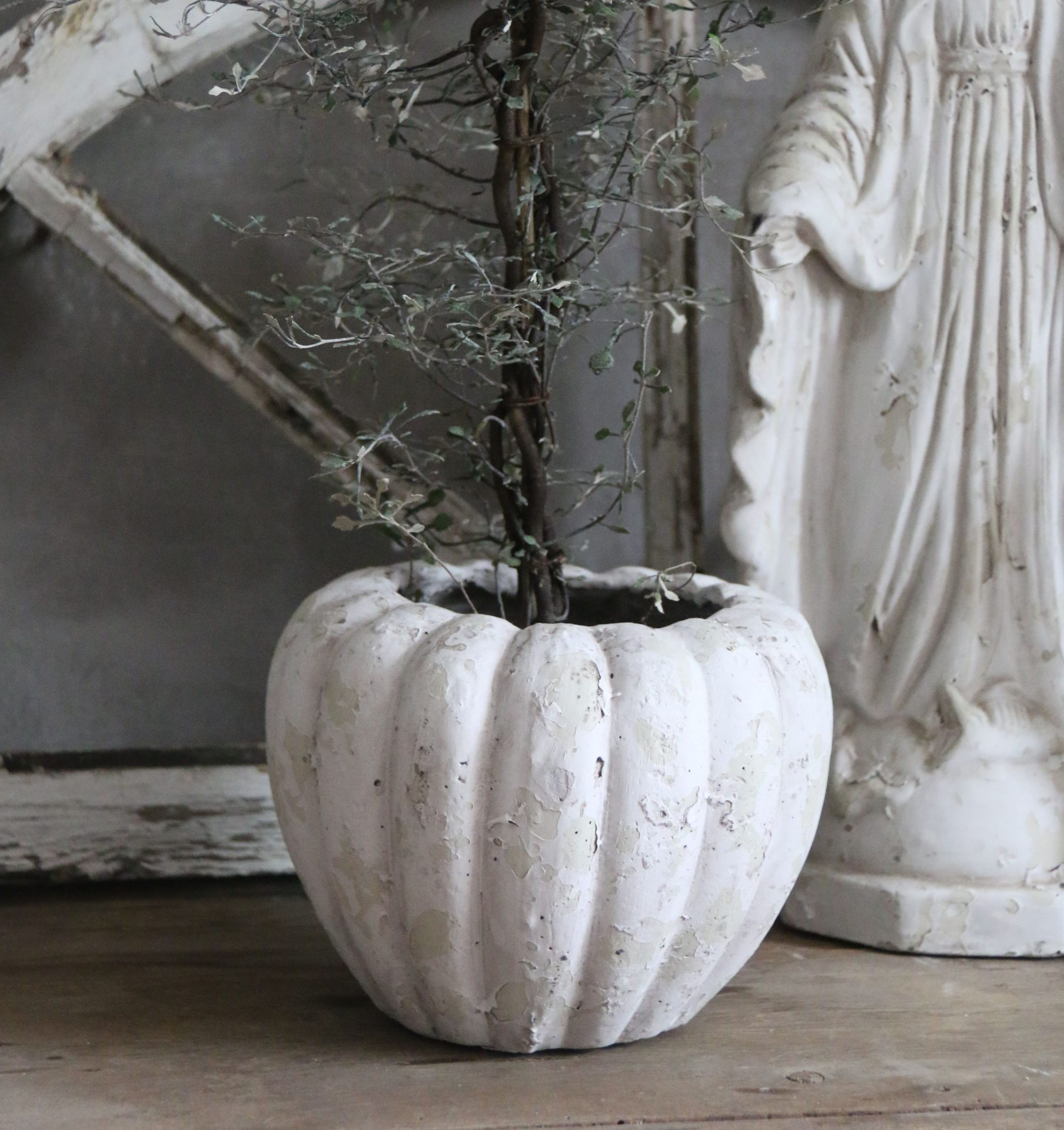 Rund urtepotte - hvid patina