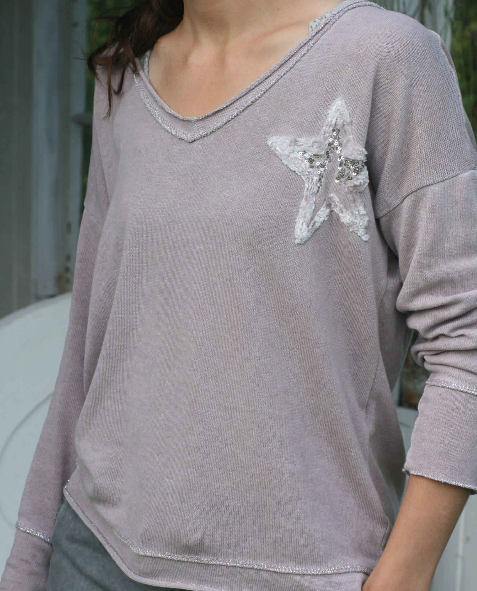 Bluse med stjerne og sølvkant
