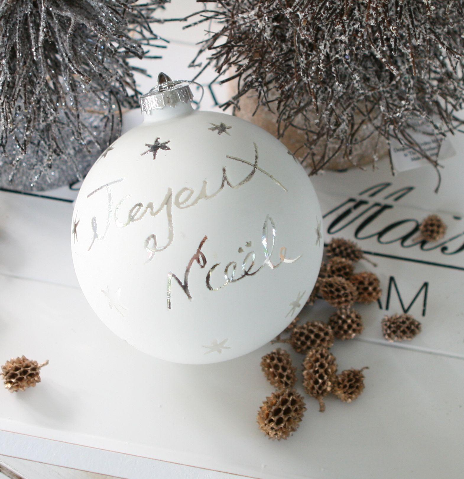 Hvid julekugle med tekst Joyeux Noël