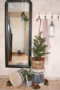 Pynt med smukke juletrommer og kunstig juletræer