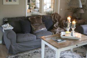 pynt en sofa med puder