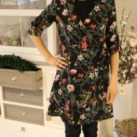 Slå-om kjole med blomsterprint STR. M TILBAGE