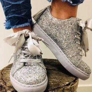 Sko med glimmer i sølv