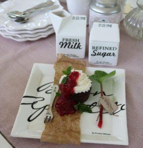 Chokolademuffins med rabarberkompot