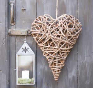 Hjerte omviklet af grene - L