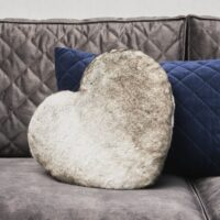 Fur hjertepude - Chinchilla Faux Fur Heart Pillow
