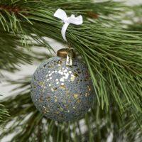 Grøn/guld julekugle - Merry Everything Ornament Dia 8
