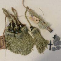 Dekopakke - 6xfrynser, 1xperlesnor,3 kors, 10 mønter