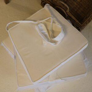 6 stk. Siddehynde i hvid med bindebånd