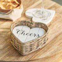 glasbrikker i kurv - Rustic Rattan Heart Coasters